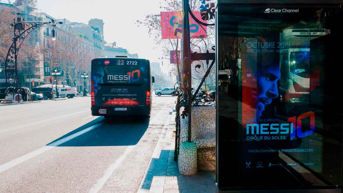 Autobús y marquesina de Messi