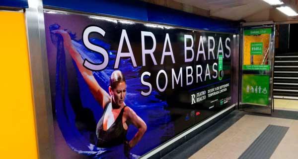 """Foto del cartel de Sara Baras """"Sombras"""" en el metro Callao de Madrid"""